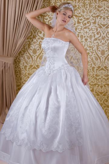 94de28967d Magyaros menyasszonyi ruhák kölcsönzése Gyömrőn az Erika Szalonban