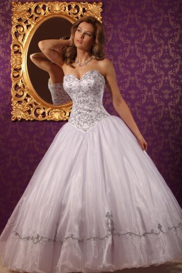 3761cae300 Ne feledd: a fenti magyaros menyasszonyi ruhák szalonunkban  felpróbálhatóak! Hívj minket a +36 (70) 262-1922-es számon és egyeztess  időpontot ingyenes ...
